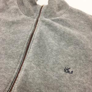 dettaglio-cardigan-pile-grigio